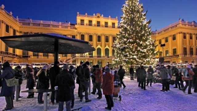 Vianočné a novoročné trhy na zámku Schönbrunn