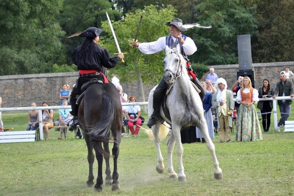 Mušketieri ako hostia na zámku Schloss Hof