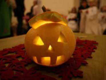 Halloween na zámku Schloss Hof – dielničky so strašidielkami ahľadanie duchov