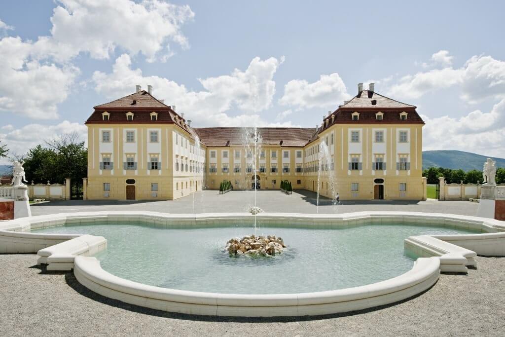Schloss Hof_Neptunbrunnen (c) Hertha Hurnaus